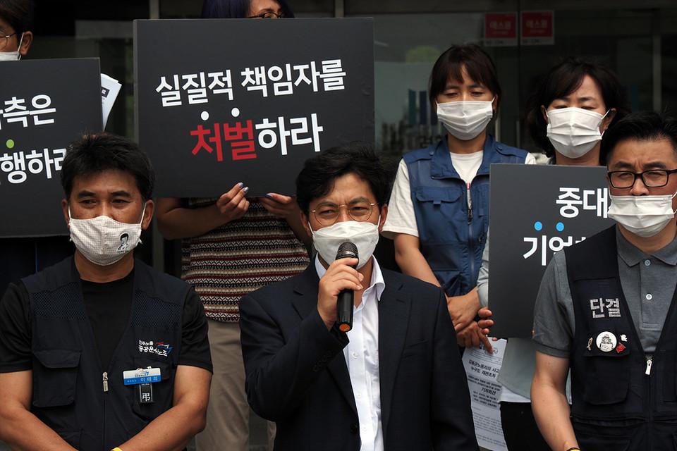 송영섭 시민대책위 법률지원단 변호사가 투쟁발언을 하고 있다. ⓒ 백승호 기자 (세종충남본부)