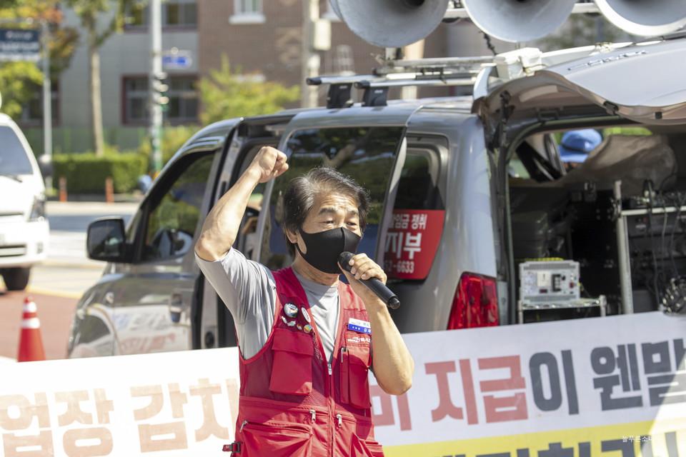 공공운수노조 택시지부 전북지회가 9일 정읍시청 앞에서 투쟁 결의대회를 열고 정읍시민, 운수종사자와 무관하게 택시사업주 배만 불리는 막대한 감차보상비 예산이 지원되는 감차정책에 반대하는 목소리를 냈다. ⓒ 곽노충 기자